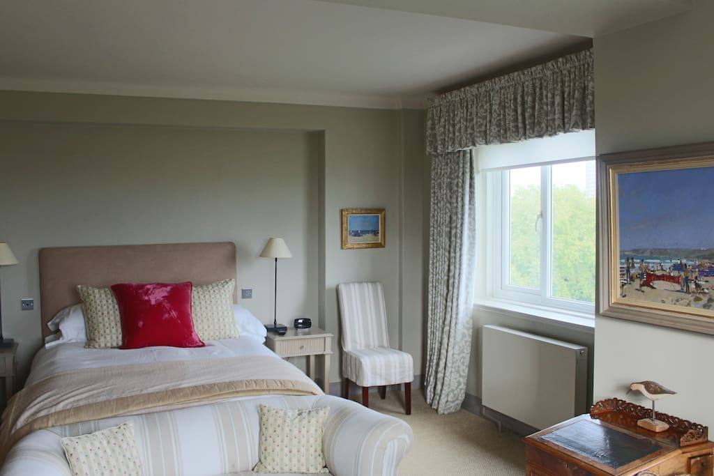 Bedroom views over Ladbroke Square to the South