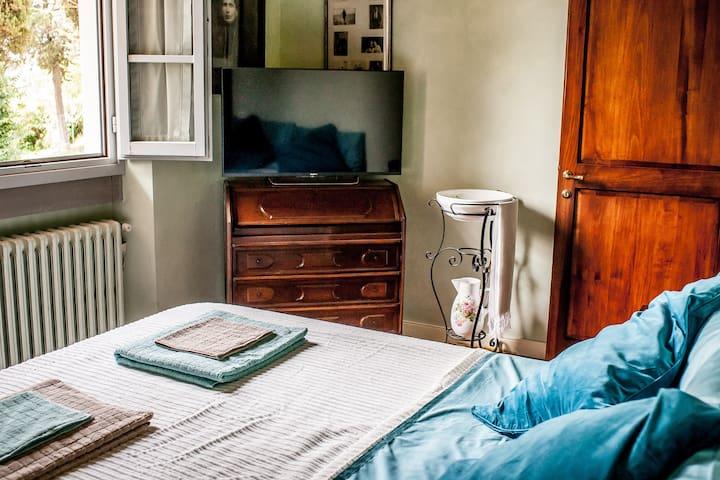 Private Bedroom and Bathroom - Montespertoli - House