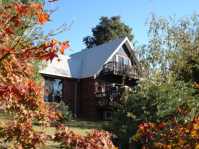 Very Cosy Attic with View & Balcony - Tawonga South