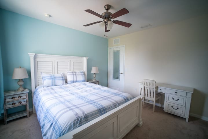 Queen Bedroom in bright + quiet home in Estero