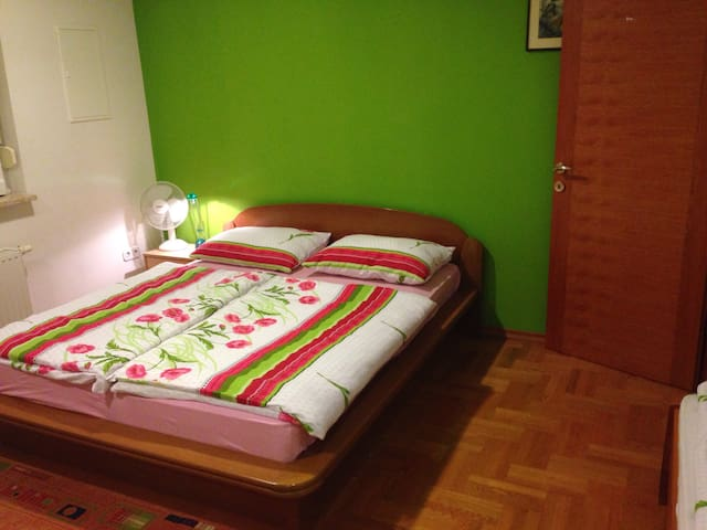 Guest House Šeperić - Five-bed Room - Jaska - Szeregowiec