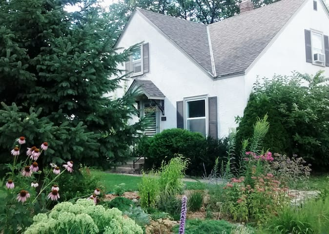 1 bedroom apartment @ The Cottage - Minneapolis - Casa
