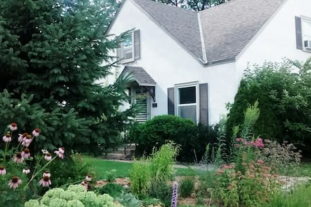 1 bedroom apartment @ The Cottage - Minneapolis
