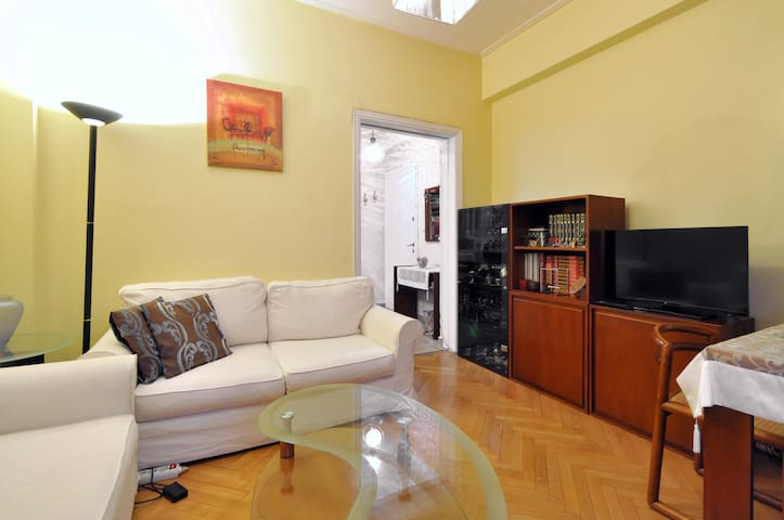 Walking distance to interestings - Athina - Appartamento