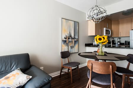 A 100% walk score,  504 King Streetcar right at your doorstep, and King subway station, St. Lawrence Market, Metro grocery store, Beautifully furnished