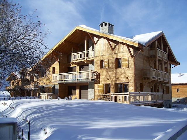 The Snowy Chalet, Luxe  77m2 for 8 people, Jacuzzi