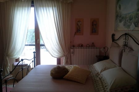 Contryside Villa - Pink room! - Torvaianica - Bed & Breakfast