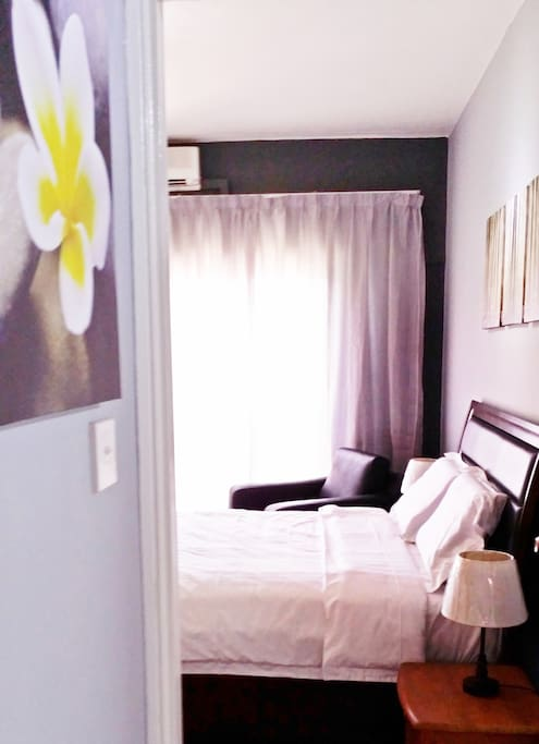 Masterbed room of City View Deluxe 8 pax, ensuite with 1 Queen bed and 1 Single