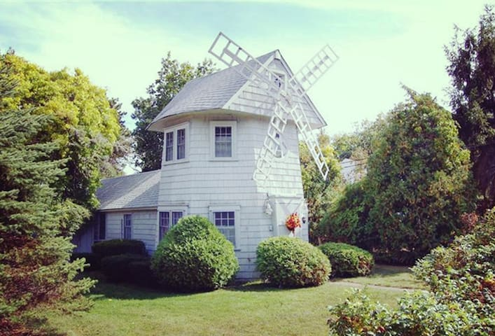 Cape Cod Unique WINDMILL COTTAGE - Yarmouth