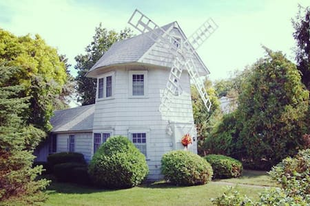 Cape Cod Unique WINDMILL COTTAGE - ヤーマス