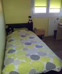 Chambre 1 pers résidence calme - Rognac - Appartement
