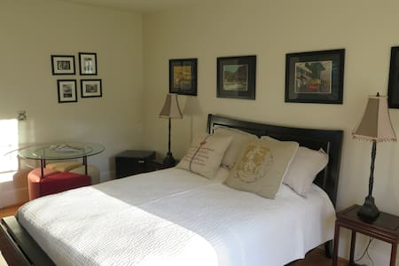 The BnB on Main - Yes! with Bed AND Breakfast! - Forest Grove