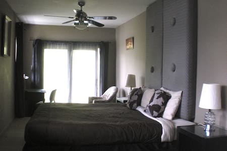Spacy lakeview room with own bathroom - Saint-Faustin-Lac-Carré