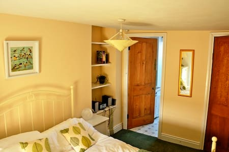 Ensuite bedroom and living area - Pen-y-fai