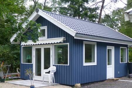 Romantic RØDEHUS near woods & beach - Frederiksværk - Gästehaus
