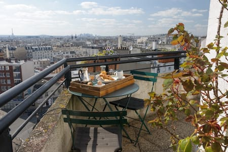 Apt with panoramic view of Paris
