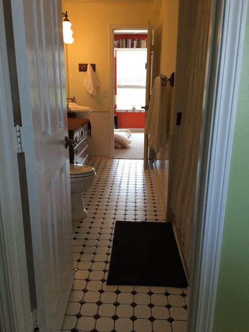 Jack n Jill bathroom that connects to 2nd guest bedroom.