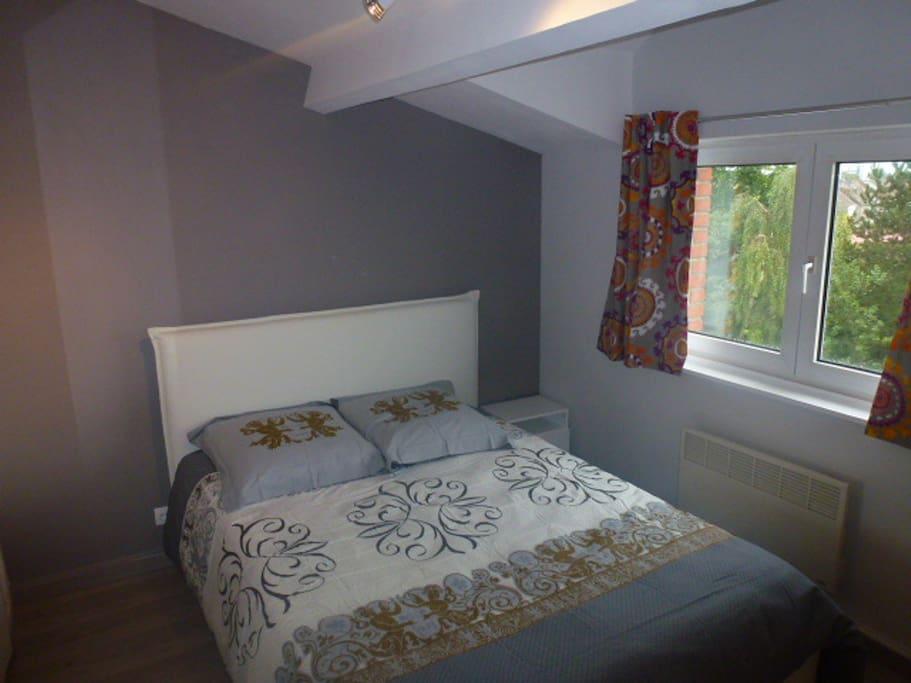 Chambre confortable et lumineuse