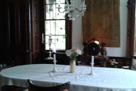 Gothic manor house on 1/1-2 acres. - Pittsburgh - Bed & Breakfast