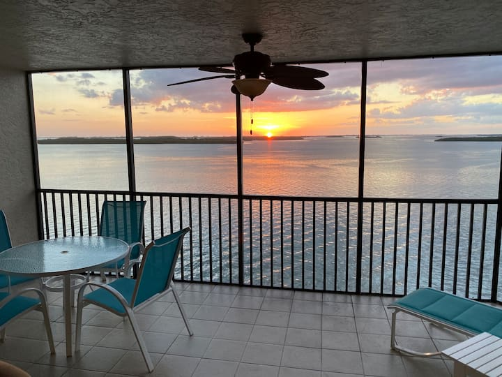 Waterfront View 2 Bed Condo at Sanibel Harbour |Bay View Tower #633