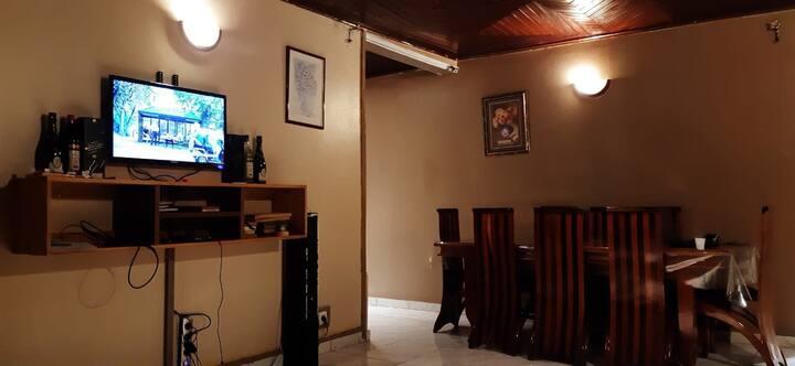 Chambre privé Mvogo's house, Santa Barbara