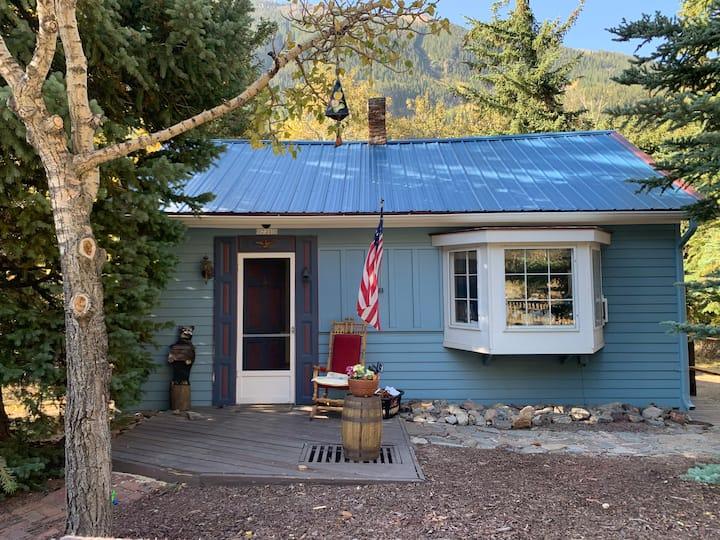 Cozy Clear Creek Cabin