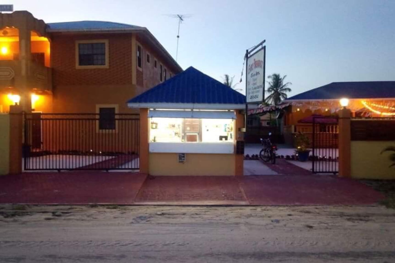 Ms. Holder Comfort Villa 76 Kuru Kururu, 10 mins from Cheddi Jagan International Airport  and 35 Mins from capital city, Georgetown