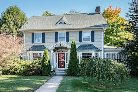 Charming 5BR Colonial near Yale - New Haven
