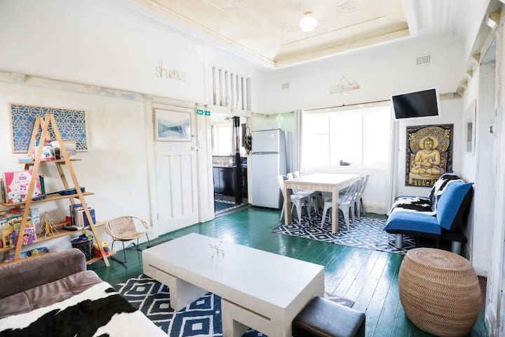 Bondi Beach Roof Top apartment with Parking!