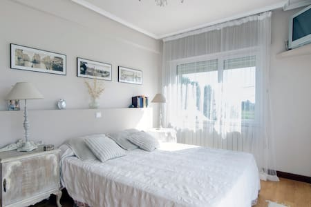habitacion  con office y equitacion - Prezanes - Bed & Breakfast