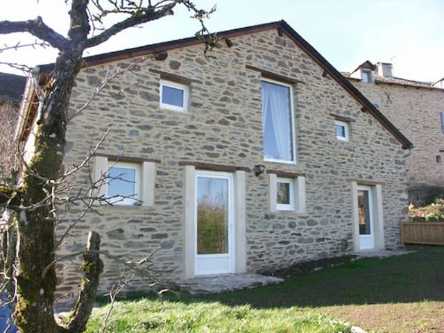 Gite de la fontaine en Aveyron - Le Vibal - House