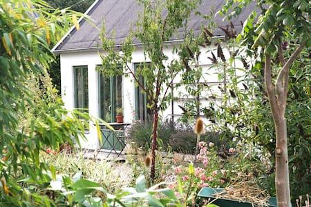 Gårdshus i lummig trädgård - Simrishamn V