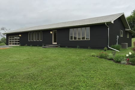 Minimalist Secluded Ranch house - Chatham - Casa