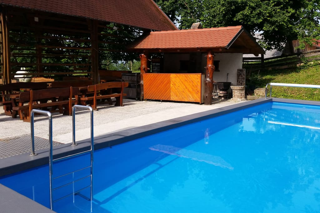 a swimming pool and a grill avalible in the summer