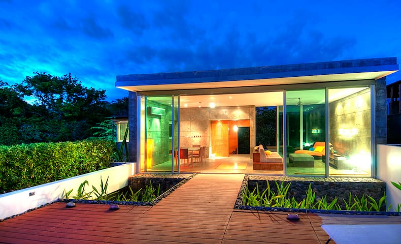 Modern Tropical Zen Retreat - Esterillos - Hus