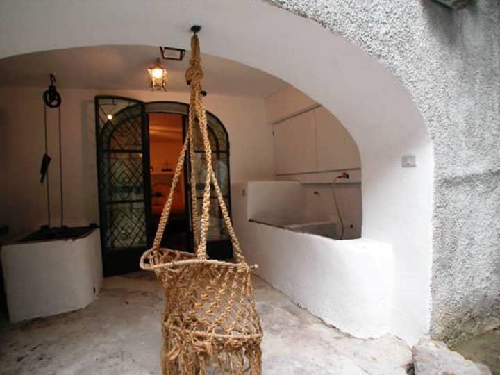 Borgo 2000-Antica casa in collina (vista mare)