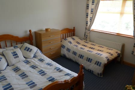 Friendly Family Home not far from the Sea - Buncrana - Дом