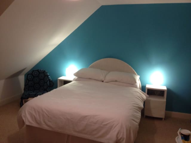 Private Attic room With en suite - Stonehouse - House