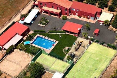 Finca con Piscina/Padel/Volley+WIFI - カンブリルス
