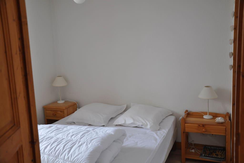 Chambre avec Lit 14O cm