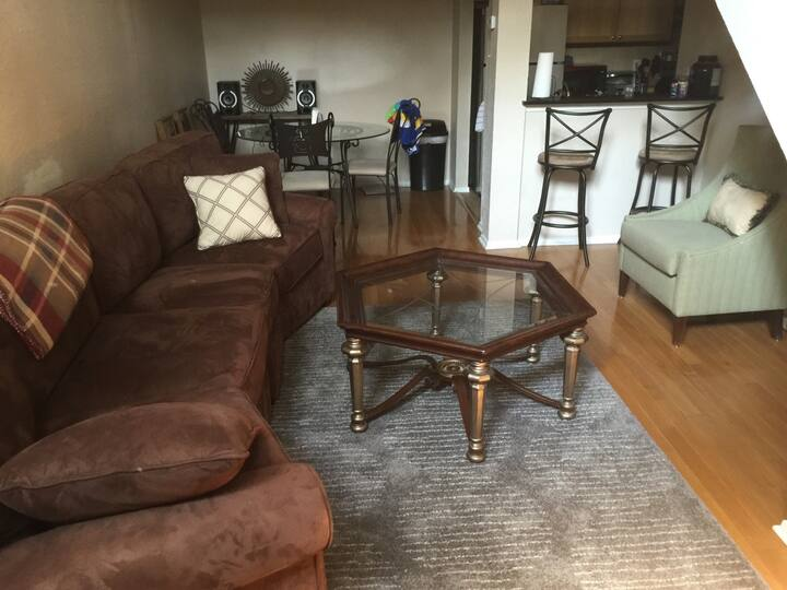 Large Room Downtown Great Location