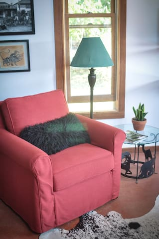 Cool Farm Cottage-close to river/square! - Bungalows for Rent in ...