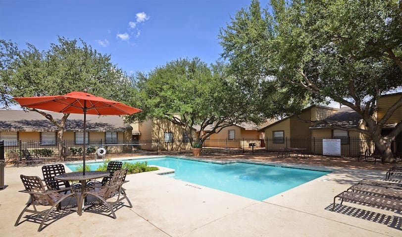 2bd/2bth apartment , pool & parkin - Midland - Daire