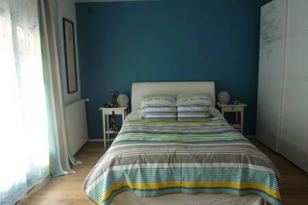 Room in a big house close to Paris - Vaux-le-Pénil