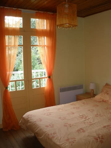Chambre double/ Double bedroom