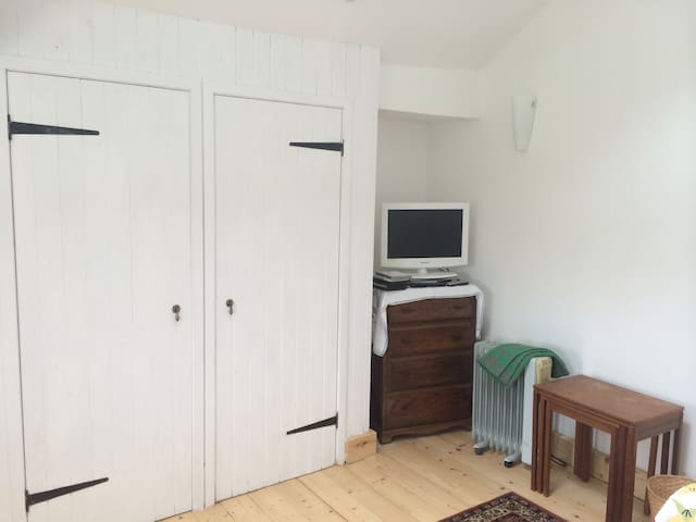 Town Centre Cottage, secluded, airy - Totnes - Bungalow