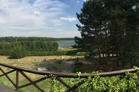 Uroczysko nad pięknym jeziorem - Dąbrówno - Hus