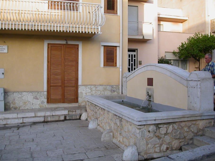 Valderice tp casa della fontana houses for rent in for Fontana arredi valderice