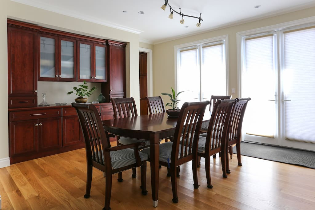Formal dining area. 8-seat table.