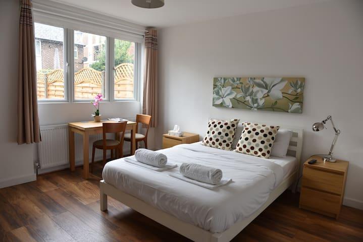 Lovely En-Suite Double Room - London